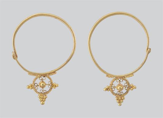 Χρυσά σκουλαρίκια (ενώτια)