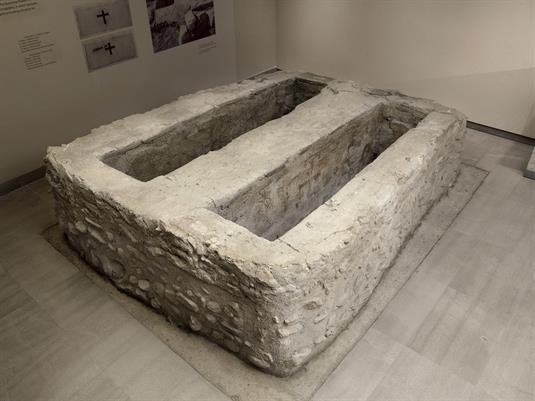 Twin tomb from Stamata, Attica